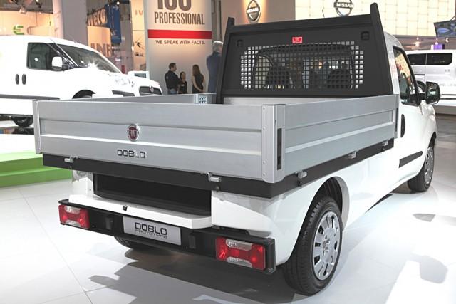 fiat doblo caisse ridelles 1000 kg charge utile. Black Bedroom Furniture Sets. Home Design Ideas
